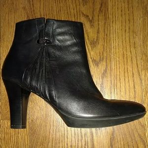 Anne Klein Akalas leather booties